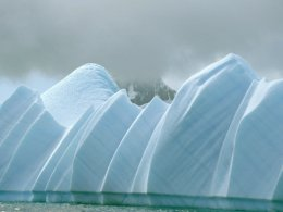 Antarctic_Dream_Shaped_Iceberg.jpg