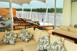 Aqua_Expeditions_Lounge.jpg