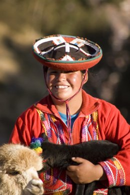 Cuzco_Lama_Lamb_with_person.jpg