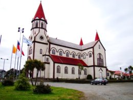 Puerto_Varas_Church.jpg